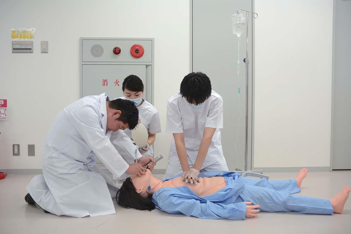 """Krankenpflegesimulator """"Yae"""" 1"""
